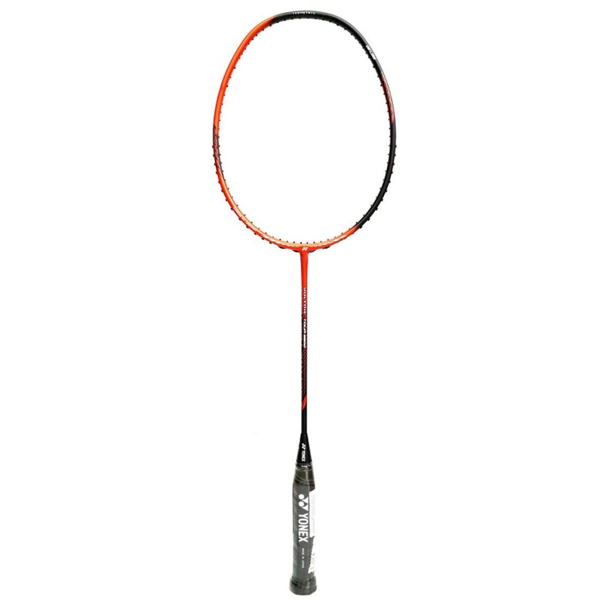The new Voltric Tour 8800 lightweight badminton racket allows for straightforward handling while maintaining the VOLTRIC series.